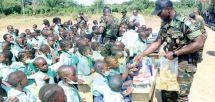 Manoka : le BIR offre du matériel à une école