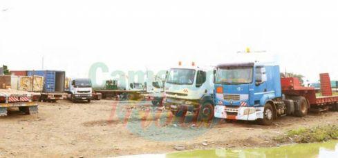 Pénétrante Est : ces camions en stationnement abusif