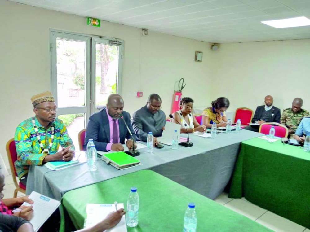 Environmental and Social Assessment : Stakeholders Share Notes
