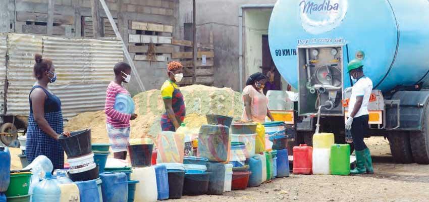 Douala : Free Distribution of Water