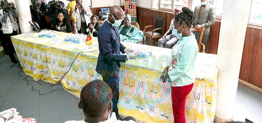 Covid-19 : 4,000 Hand Sanitizers Given To Youth