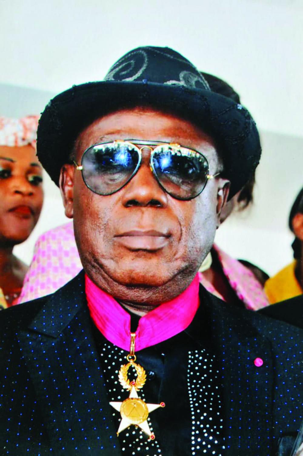 Ekambi Brillant : le chanteur humanitaire