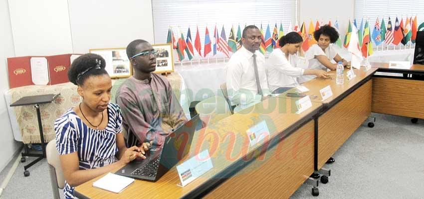 Sortir du sous-développement grâce aux TIC : des étudiants africains à l'école japonaise