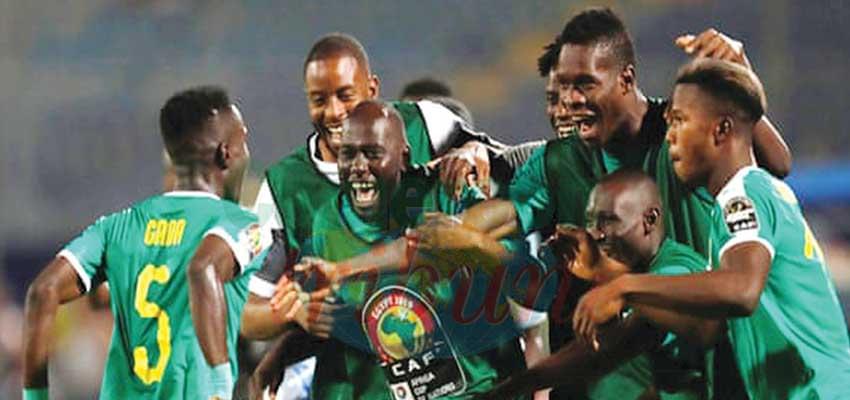 Les Sénégalais heureux après le but de la qualification.
