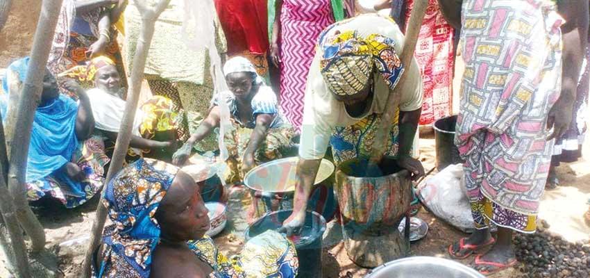 L'extraction du beurre de karité par les femmes de Gaschiga