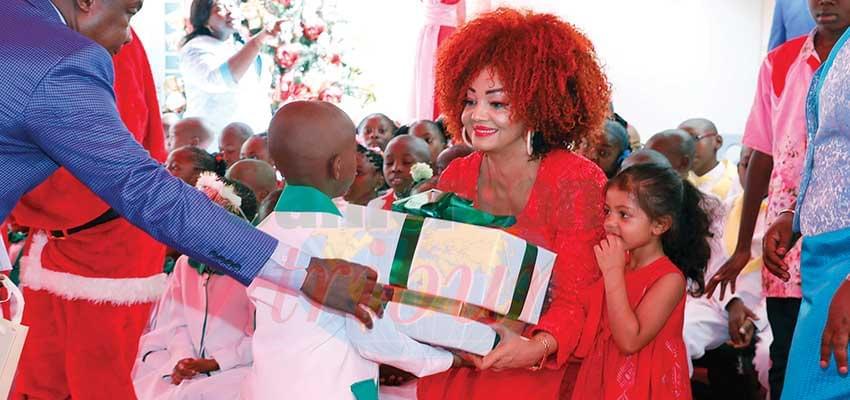 Chaque élève est reparti avec un cadeau de Mme Chantal Biya.