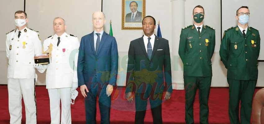 Coopération militaire : quatre militaires français décorés