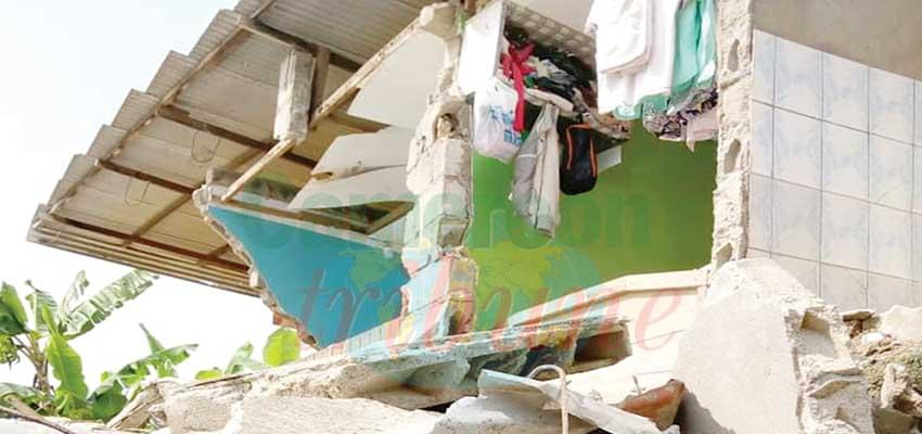 Douala : un immeuble s'effondre à Ndogbong