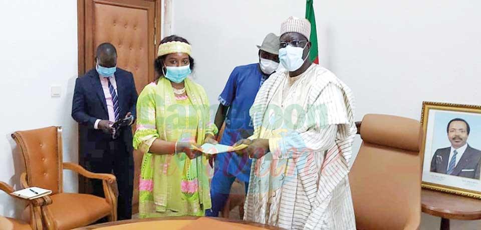 CNYC President Fadimatou Iyawa Ousmanou hands resolutions of their discussion to Minister Mounouna Foutsou.
