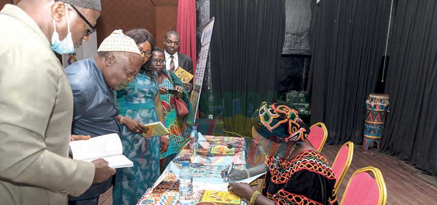 Ernestine Tomla Tatah Lukong conduit son lectorat au cœur des richesses nationales, dans un manuel présenté le 16 décembre dernier à Yaoundé.