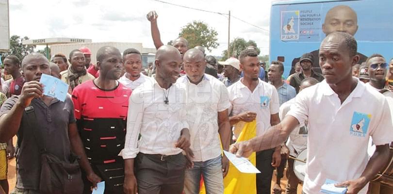 Image : Serge Espoir Matomba: a l'aise en bras de chemise