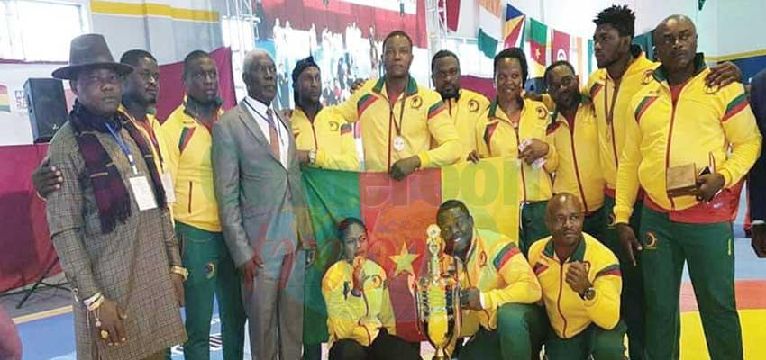The athletes of the national sambo team brandishing their medals.