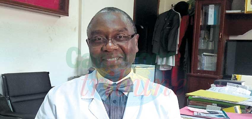 Pr. Angwafo III, Fru Fobuzshi, directeur général de l'Hôpital gynéco-obstétrique et pédiatrique de Yaoundé.