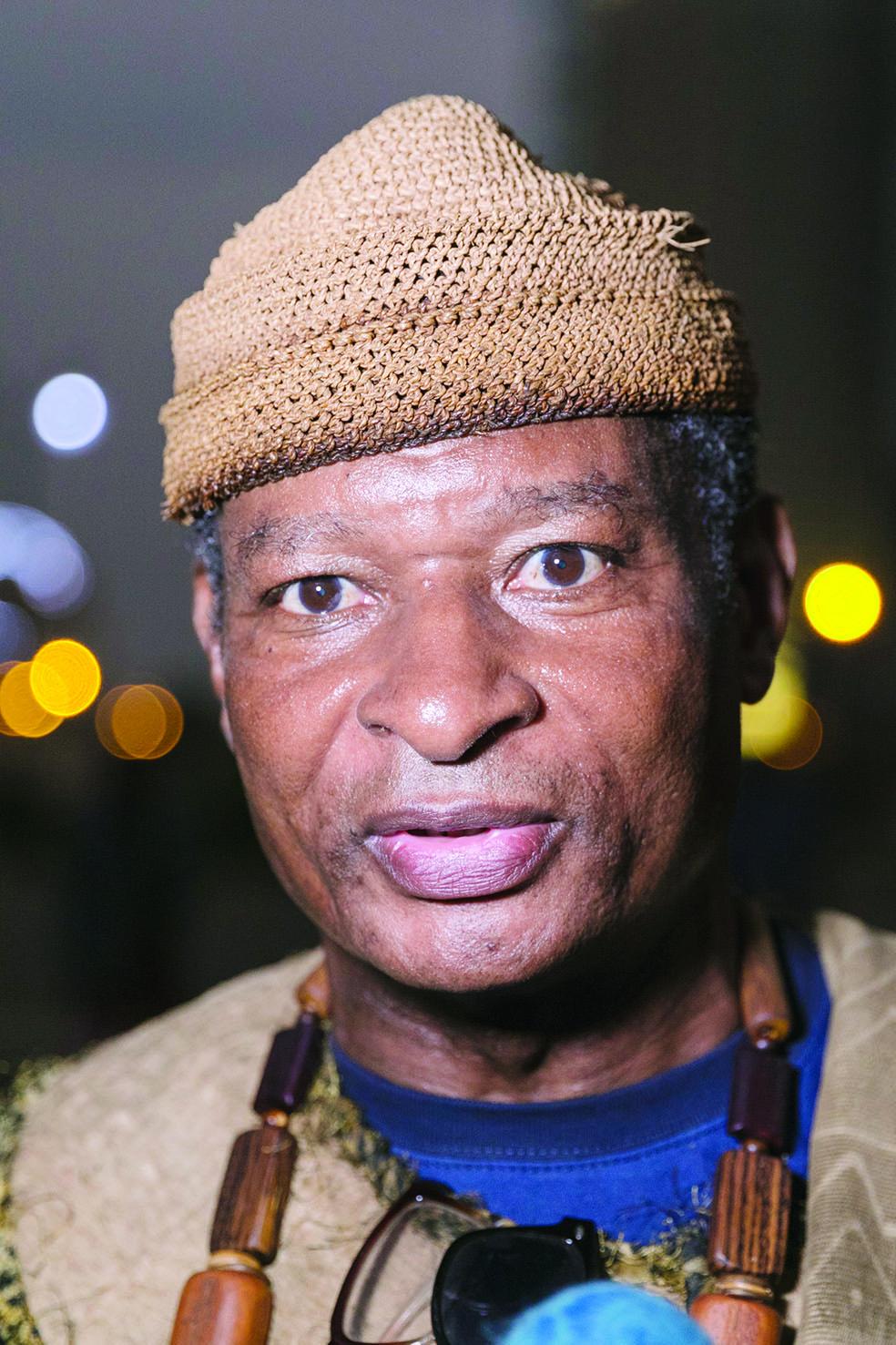 Sa Majesté Malet Ma Njami Mal Njam, commissaire général de la fan zone du site de Yaoundé.