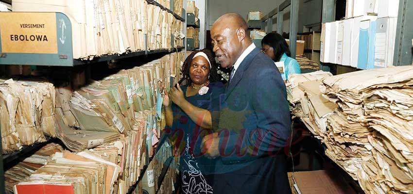 Une visite guidée au siège des Archives nationales à Yaoundé.