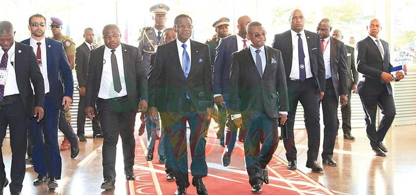 Prime Minister Dion Ngute leading President Obiang Nguema to the foot of the plane.