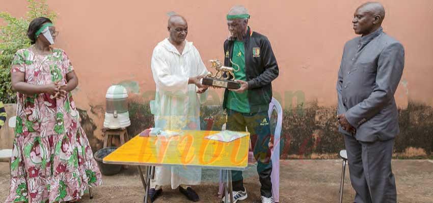 Football : les anciens lions  célèbrent Paul Nlend
