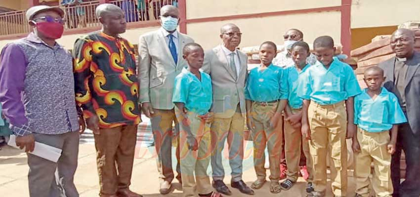 PSS Bafut : President Assists Students of Burnt Dormitories