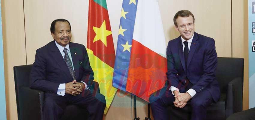 -Echanges cordiaux entre Emmanuel Macron et son hôte