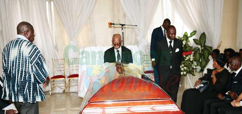 Minister Mbella Mbella, Representative of the Head of State paying his last respects