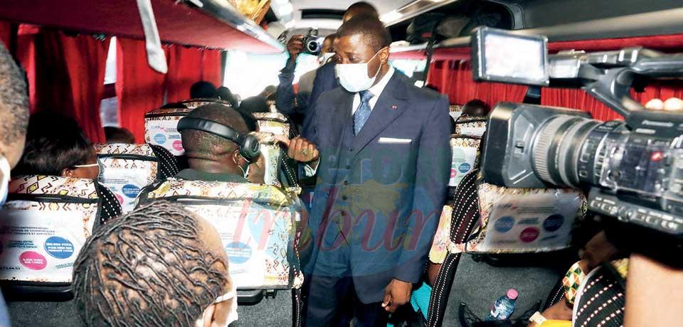 Appel au respect des mesures barrières : le ministre des Transports dans les agences de voyage