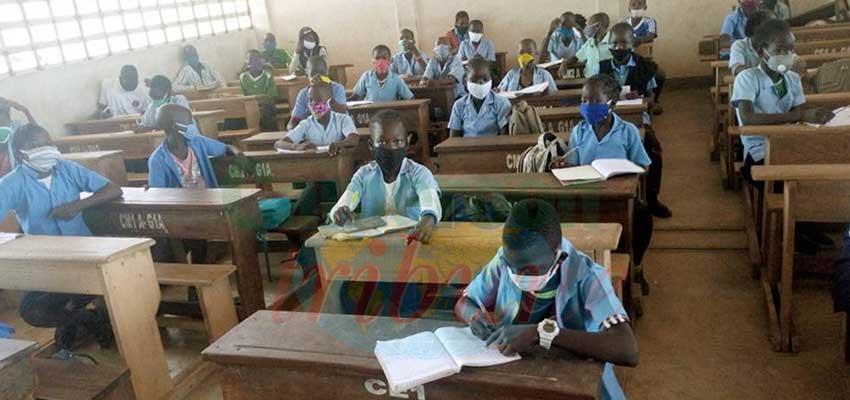Garoua :   enseignants et élèves en poste