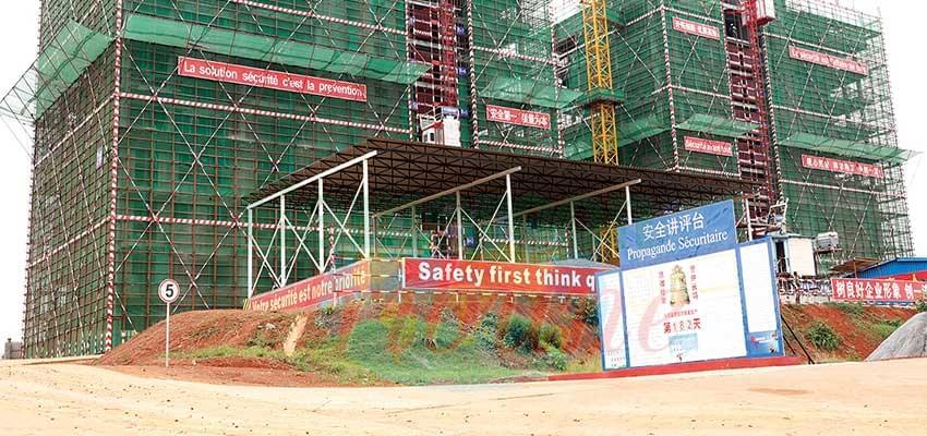 220 ouvriers à l'oeuvre sur cet espace de 13 512 m2 où seront bâties cinq tours.