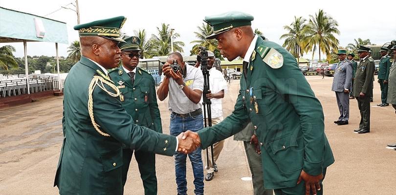 Forces de défense: des galons pour les sous-officiers