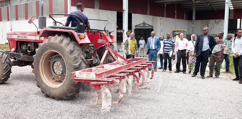 Usine d'Ebolowa: 996 tracteurs déjà assemblés