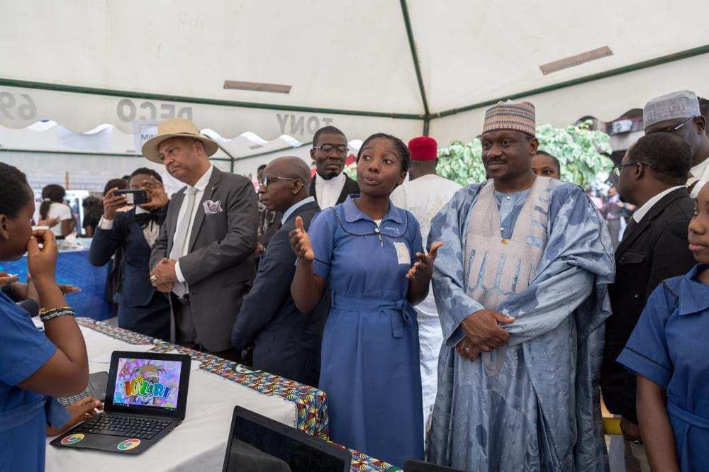 Les filles aussi peuvent saisir les opportunités d'emploi du numérique.