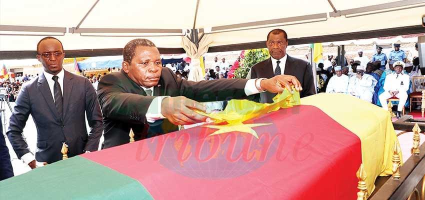 L'ancien Premier ministre a été élevé à la dignité de Grand cordon du mérite camerounais à titre posthume.