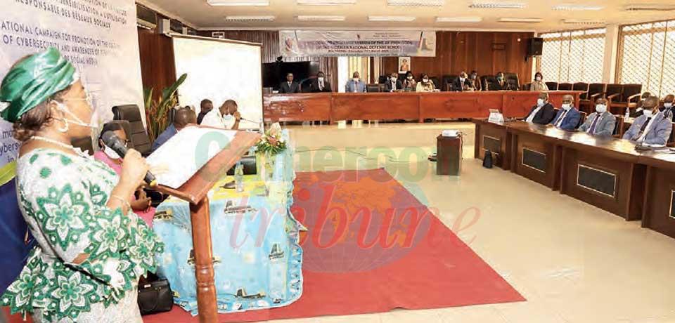 Développement de l'économie numérique : de haut gradés nigérians au Minpostel