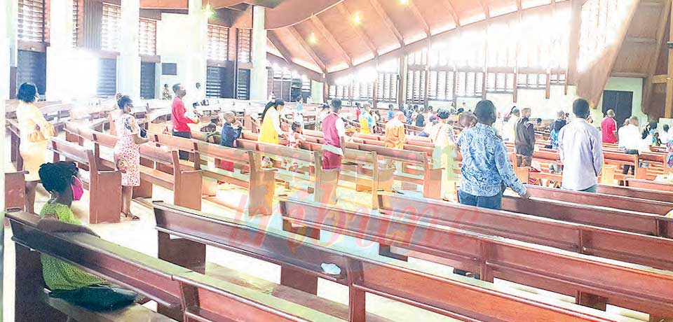 Worshiping is taking place with respect to the barrier measures against Covid-19.
