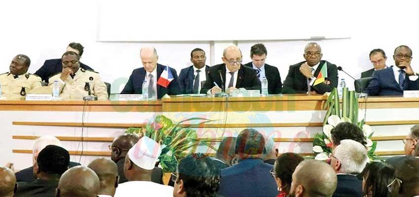 Des échanges très conviviaux hier à Maroua avec le ministre Jean-Yves Le Drian.