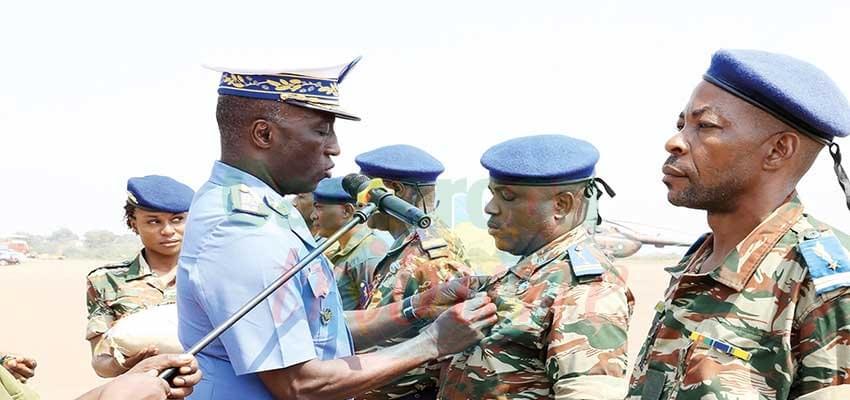 Base aérienne 101 : des médailles pour les soldats