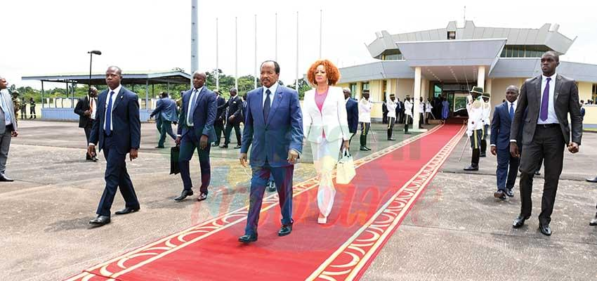 Le couple présidentiel en route pour l'Europe.