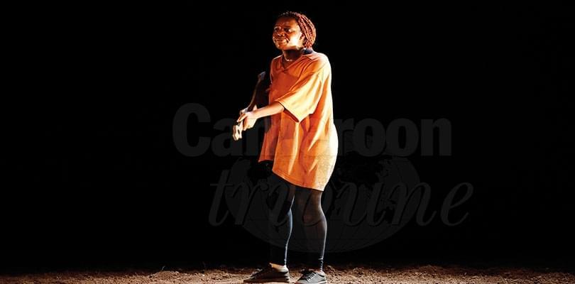 Théâtre: murmures d'un pantin mort-vivant