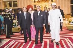 Les chefs d'Etat et de délégation faisant leur entrée dans la salle des banquets.