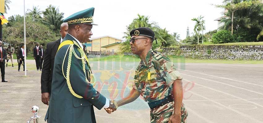 Le nouveau commandant de la base navale de Kribi félicité par le général Ezo'o Mvondo.
