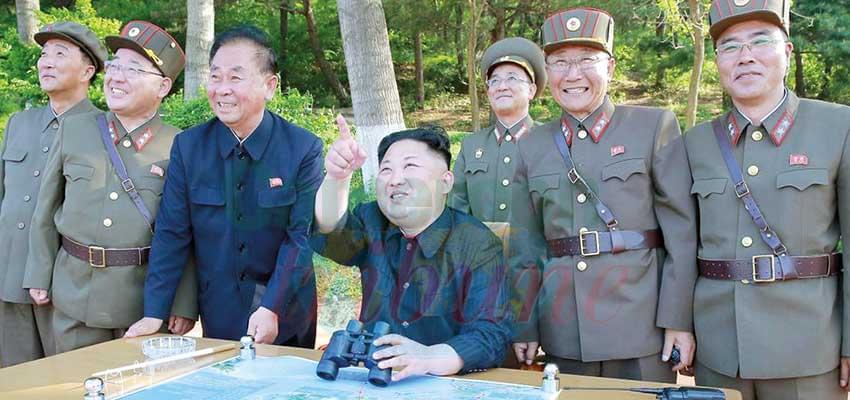 Kim Jong-un supervisant un tir de missile en juillet 2019.