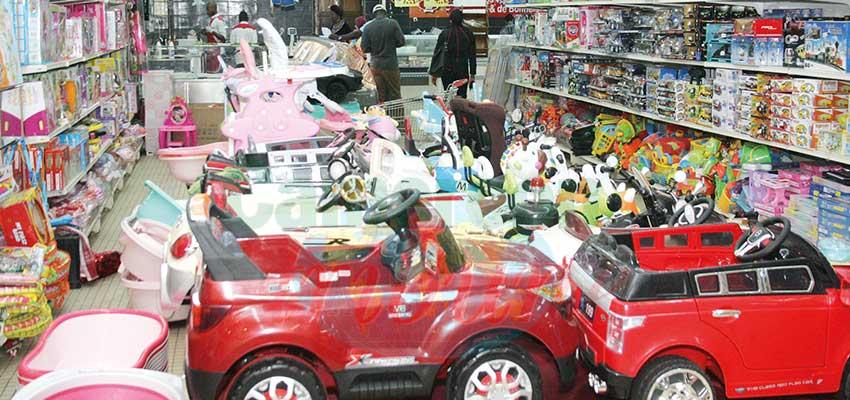 Fin d'année : les magasins aux couleurs des fêtes