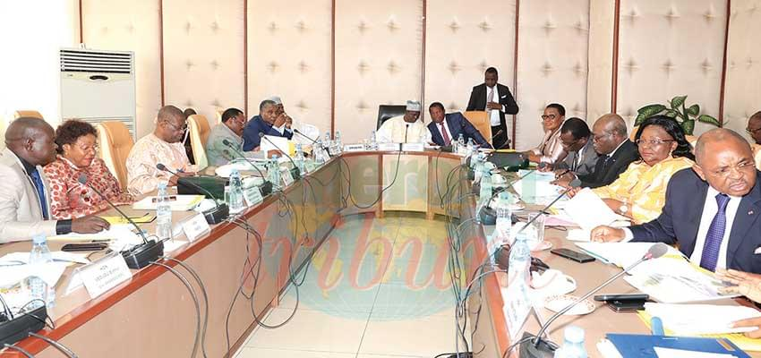 Members of the Committee on Constitutional Laws at work