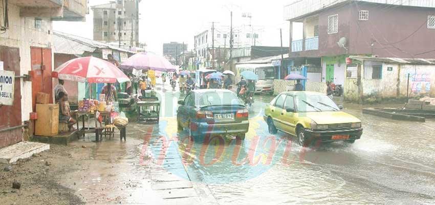 Le petit commerce subit les effets des pluies.