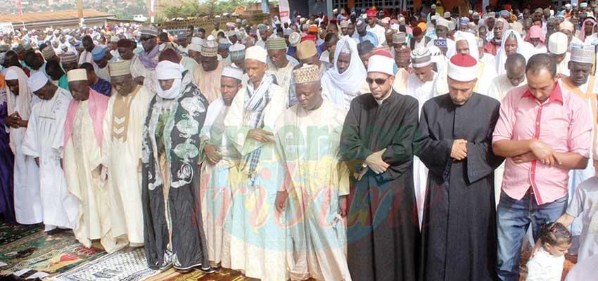 Les fidèles unis dans la prière pour la cohésion sociale.
