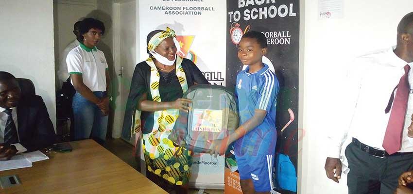 Floorball: Des kits scolaires pour de jeunes pratiquants