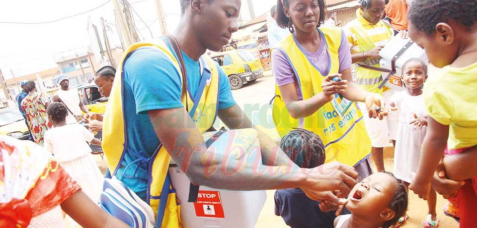 Les vaccinateurs administreront deux gouttes de vaccins polio oral aux enfants. (photo d'archives)