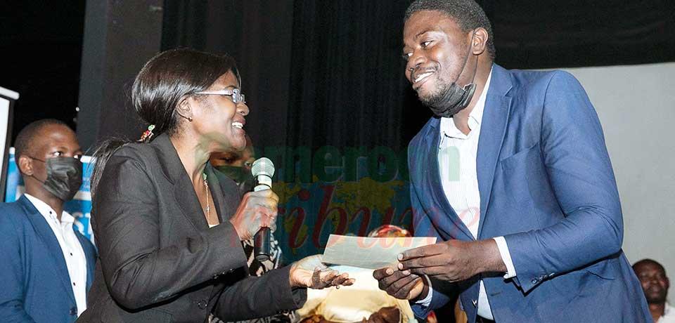 Thomas Ekoto Abaayo, doctorant inscrit à l'Université de Yaoundé I a été élu meilleur candidat au terme de la compétition scientifique de trois minutes organisée jeudi dernier à Yaoundé.