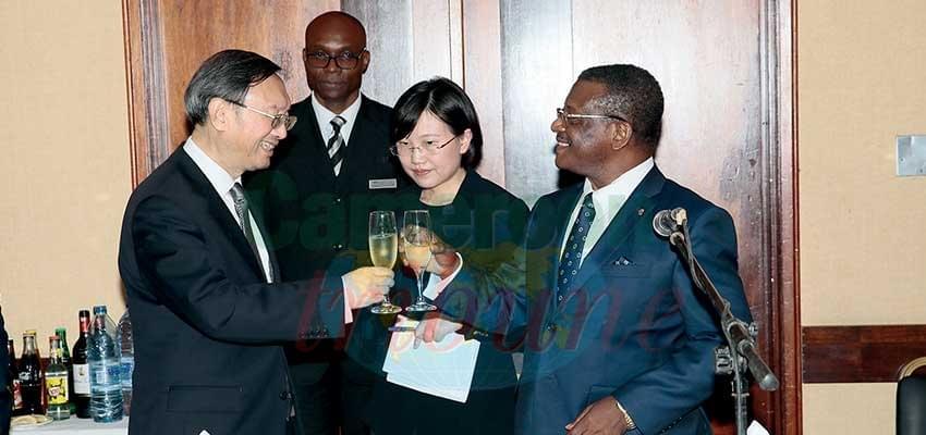 Image : Dîner d'Etat: Cameroun honore Yang Jiechi