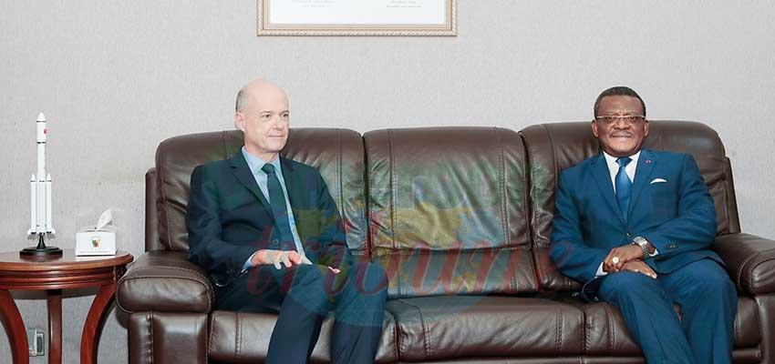 Premier contact entre Joseph Dion Ngute et S.E Christophe Guilhou.