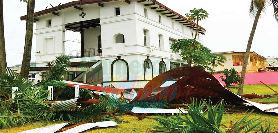 Limbe : Tempest Wind Pulls Down SDO's Office Roof